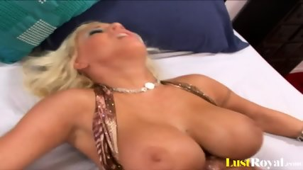 Hot Cumshot For The Sexy Blonde Candy Manson - scene 8