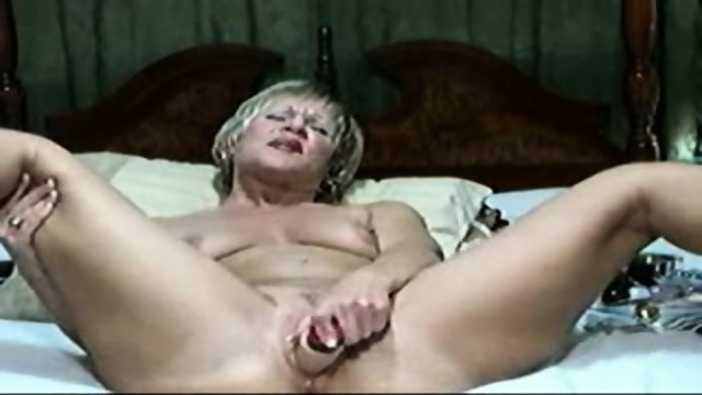 MILF Fuck With Dildo