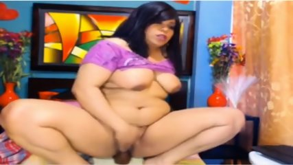 Latina With Fat Pussy Squirting On Webcam