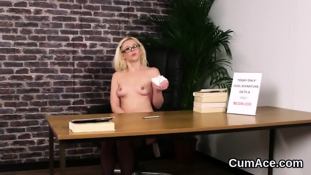 Wicked stunner gets sperm load on her face eating all the sperm