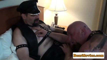 Leather fetish bear banging chubs tight ass - scene 3