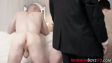 Gay hunk cums tugging - scene 2