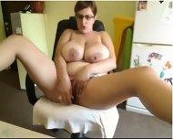 Nerdy Milf With Big Boobs On Sexygirlsoncameras.com