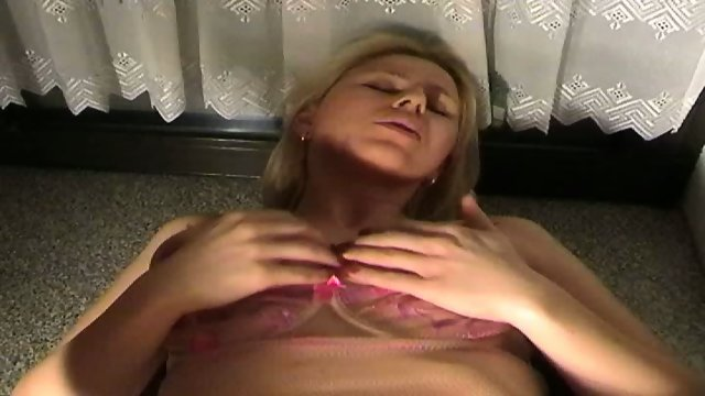 Hot Chick gets fucked in the Kitchen