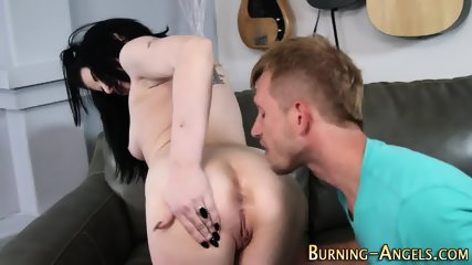 Gothic babe gets rimmed