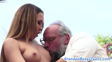Young babe outdoor fucking with oldman