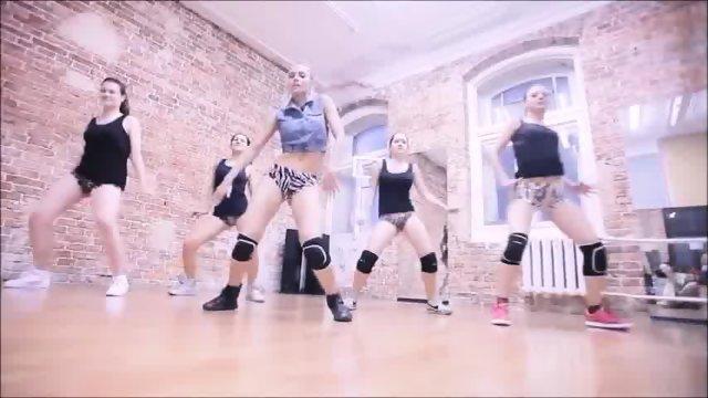 Sexy Russians Ass Shaking
