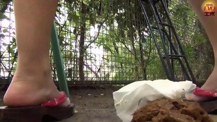 Pooping Outdoor - scene 5