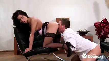 Brunette babe gets her pussy stuffed