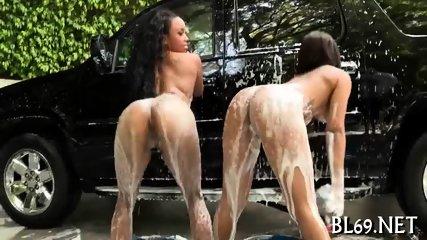 Sex helps ebony to reach orgasm
