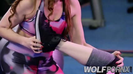 I have a trio in the gym with two very horny hosts Ava Courcelles,Bianca Resa
