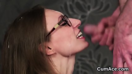 Foxy peach gets jizz load on her face sucking all the load