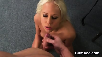 Spicy bombshell gets cumshot on her face sucking all the load