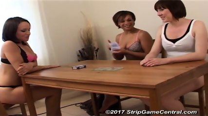 Iyesha, Natalie & Lucy play Strip Pontoon