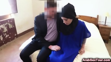 Amateur Muslim exploited her natural beauty by having hot fellatio on big cock hotel staff
