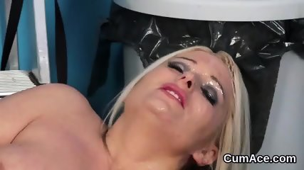 Foxy peach gets cum load on her face sucking all the charge - scene 2