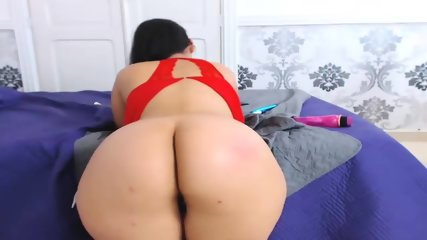 Latina Cynthia Toys On Webcam
