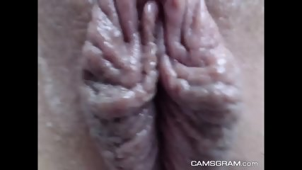 Stunning Shaved Cammodel Like To Squirting