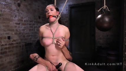 Female sub got several brutal bondages