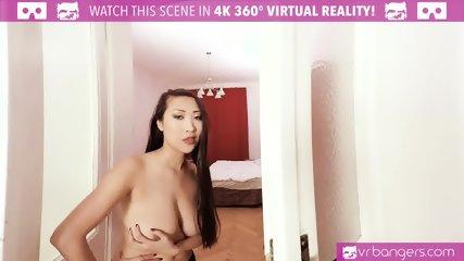VR PORN-CAUGHT MY HOT ROOMMATE MASTURBATING! (180 VR HD)