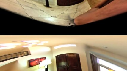 Nikki Benz monta una gran polla VR