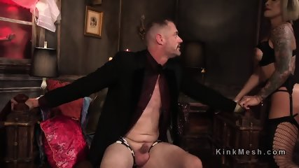 Dominant tranny gets rimjob from dude