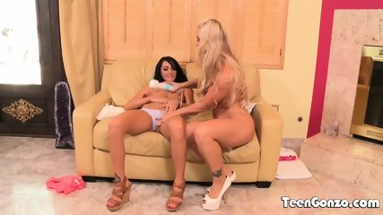 TEENGONZO Lesbians With Nice Tits Licking Cunt And Fingering