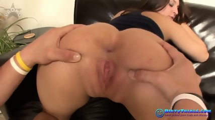 Getting gagged in an oral fuck