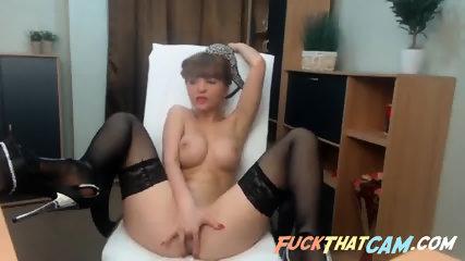 Girlie fingering and dildo fucking herself on webcam