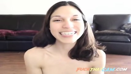 Lovely Spanish girl naked in the chatroom
