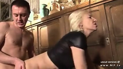 Naughty french mature hard sodomisé dans une barre w cum 2 mouth