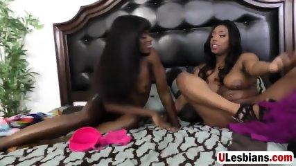 Amazing lesbians fingering each other