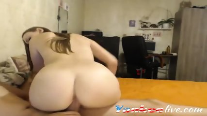 Blonde babe with a bubblebutt fucked on webcam