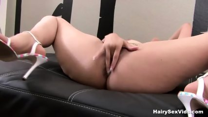 Fingering And Using Her Toy In Solo - scene 9