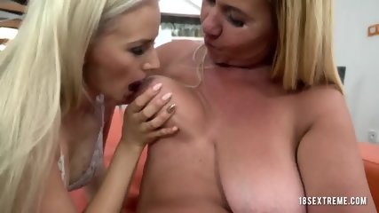 Lesbians like to suck pussies deeper