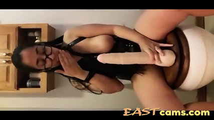Nerdy Pinay wears leather and self dildo fucks in the toilet