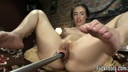Masturbating Amateur Squirts Getting Toyed