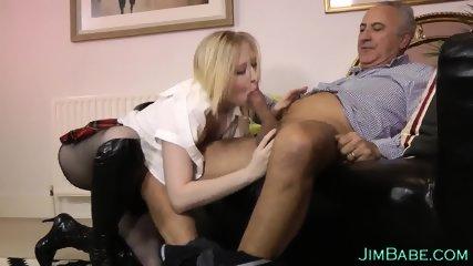 Teen brit dribbles spunk