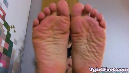 Smalltits TS loves kinky feetfetish