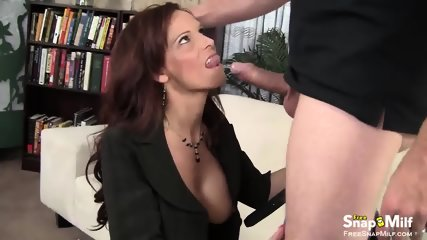 Perfect MILF gives pussy for a job