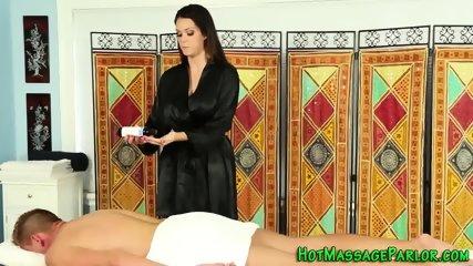 Masseuse gets tits cummed