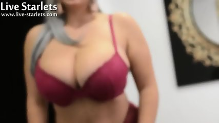 Gorgeous Chubby Girl With Sexy Curves