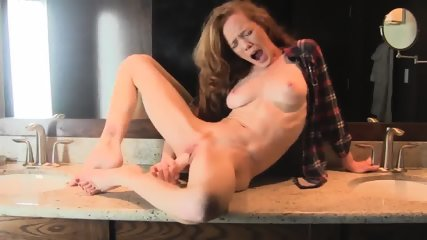Super Horny And Hot Body Redhead Milf Fucks Her Dildo In Bath - scene 12