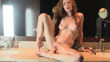 Super Horny And Hot Body Redhead Milf Fucks Her Dildo In Bath - scene 7
