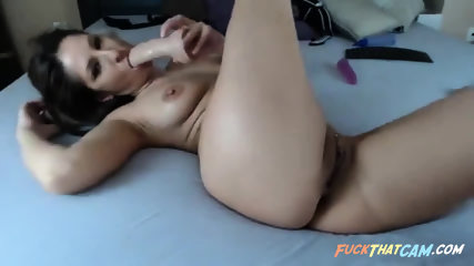 Webcam slut spreading her legs for the world to see her creamy pussy