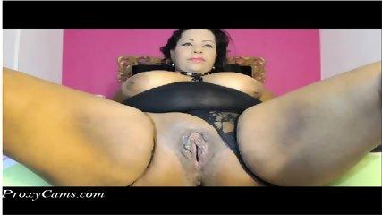 Ebony BBW thot shows her wet pussy on webcam