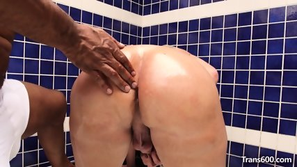 Shemale Jennifer Satine Interracial Session
