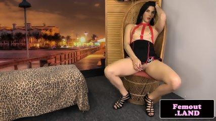 Solo latina tranny sensually posing booty
