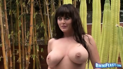 Big Boobed Sophie Dee Poses Poolside