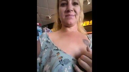 Store Flashing Shannon Dubois 2018